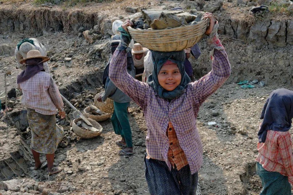 缅甸帕敢玉石矿山体滑坡致重大伤亡