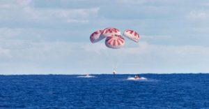 """美国""""龙""""飞船载两名宇航员返回地球 完成首次载人试飞任务"""